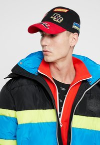 Diesel - ASTARS-CAP HAT - Cap - black/red - 1
