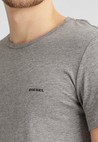 Diesel - UMTEE-JAKE 3 PACK - Pyjama top - 01 - 5