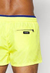 Diesel - BMBX-SANDY 2.017 SW BOXER SHORT - Shorts da mare - yellow - 1