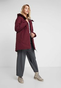 Didriksons - HELLE WOMENS  - Parka - anemon red - 1