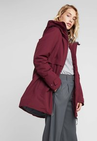 Didriksons - HELLE WOMENS  - Parka - anemon red - 3