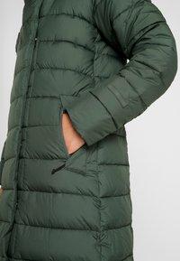 Didriksons - STELLA WOMENS COAT - Zimní kabát - spruce green - 6