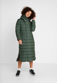 Didriksons - STELLA WOMENS COAT - Zimní kabát - spruce green - 0