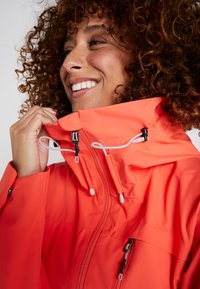 Didriksons - WIDA WOMENS JACKET - Hardshell jacket - coral red - 4