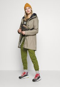 Didriksons - MIRANDA WOMEN'S PARKA - Waterproof jacket - mistel green - 1
