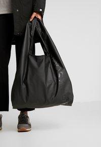 Didriksons - SKAFTÖ GALON BAG - Sports bag - black - 1