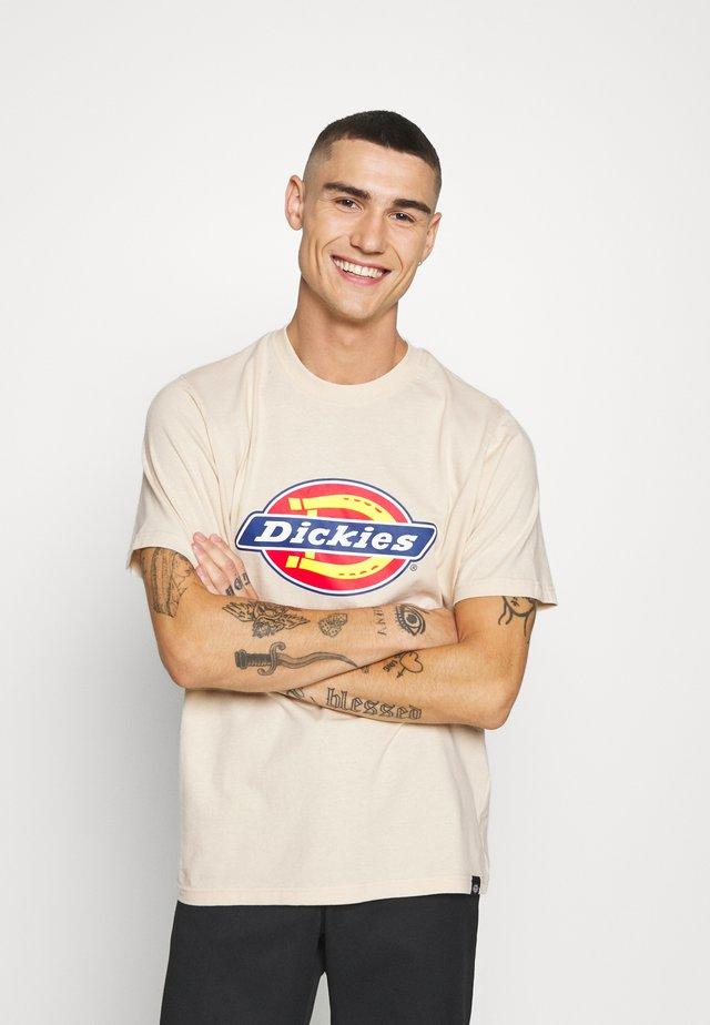 HORSESHOE TEE - Print T-shirt - light taupe