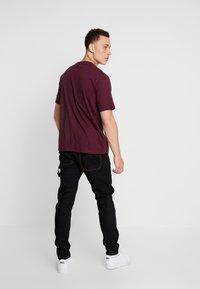 Dickies - HORSESHOE TEE - T-shirt imprimé - maroon - 2