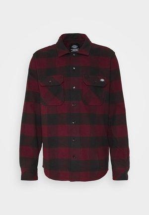 SACRAMENTO - Overhemd - maroon