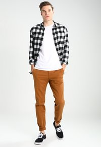 Dickies - KERMAN  - Chino - brown duck - 1