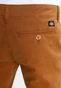 Dickies - KERMAN  - Chino - brown duck - 4