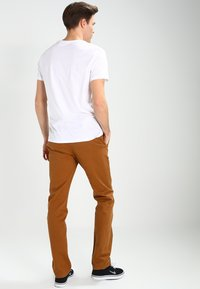 Dickies - KERMAN  - Chino - brown duck - 2