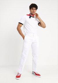 Dickies - 873 STRAIGHT WORK PANT - Broek - white - 1