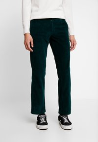 Dickies - CLOVERPORT - Chino kalhoty - forest - 0