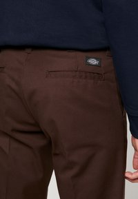 Dickies - INDUSTRIAL - Pantalon classique - chocolate brown - 4