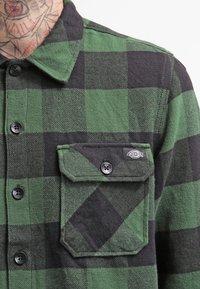 Dickies - SACRAMENTO - Camicia - pine green - 4