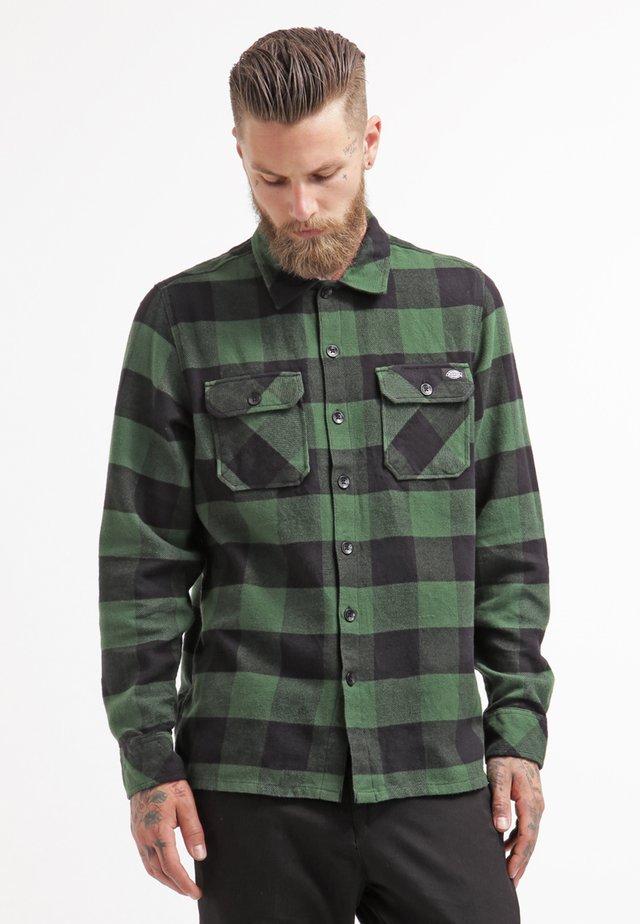 SACRAMENTO - Overhemd - pine green