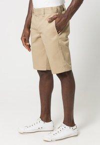 Dickies - SLIM STRAIGHT WORK - Shorts - khaki - 2