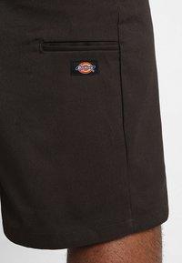 Dickies - MULTI POCKET WORK - Shorts - dark brown - 5