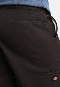 Dickies - MULTI POCKET WORK - Shorts - dark brown - 3