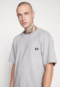 Dickies - PORTERDALE POCKET - T-shirt basic - grey melange - 4