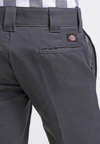Dickies - 873 SLIM STRAIGHT WORK  - Chinot - charcoal grey - 5