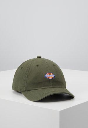 HARDWICK 6 PANEL LOGO CAP - Kšiltovka - army green