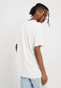 Diamond Supply Co. - FLAMINGO SIGN TEE - T-Shirt print - white - 2