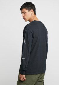 Diamond Supply Co. - MICRO BRILLIANT OVERDYE TEE - Langærmede T-shirts - black - 2