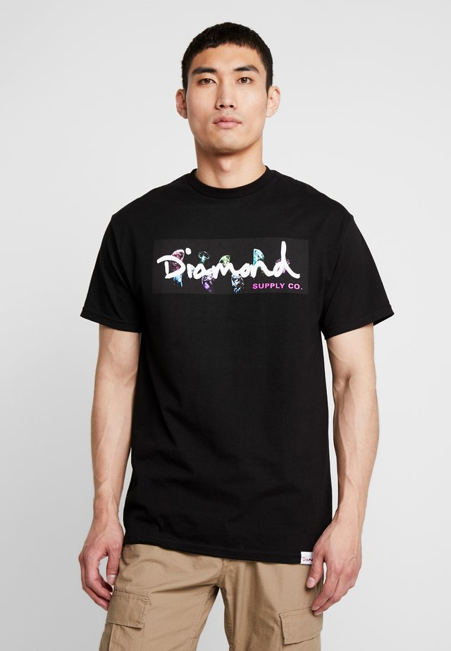 COLORS BOX LOGO - T-shirts med print - black