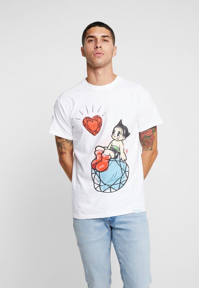 ASTRO BOY HEART TEE - T-shirt z nadrukiem - white