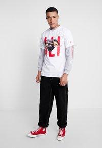Diamond Supply Co. - ALI SIGN SHORT SLEEVE TEE - T-Shirt print - white - 1