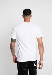 Diamond Supply Co. - ALI SIGN SHORT SLEEVE TEE - T-Shirt print - white - 2