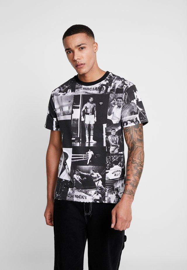 MONTAGE TEE - T-shirts print - black/white