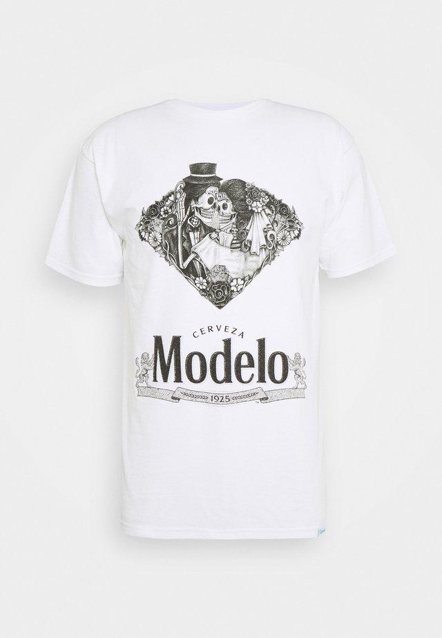 DIA DE LOS MUERTOS TEE - T-shirt z nadrukiem - white