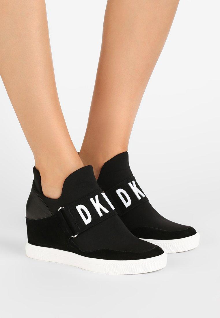DKNY - COSMOS - Tenisky - black