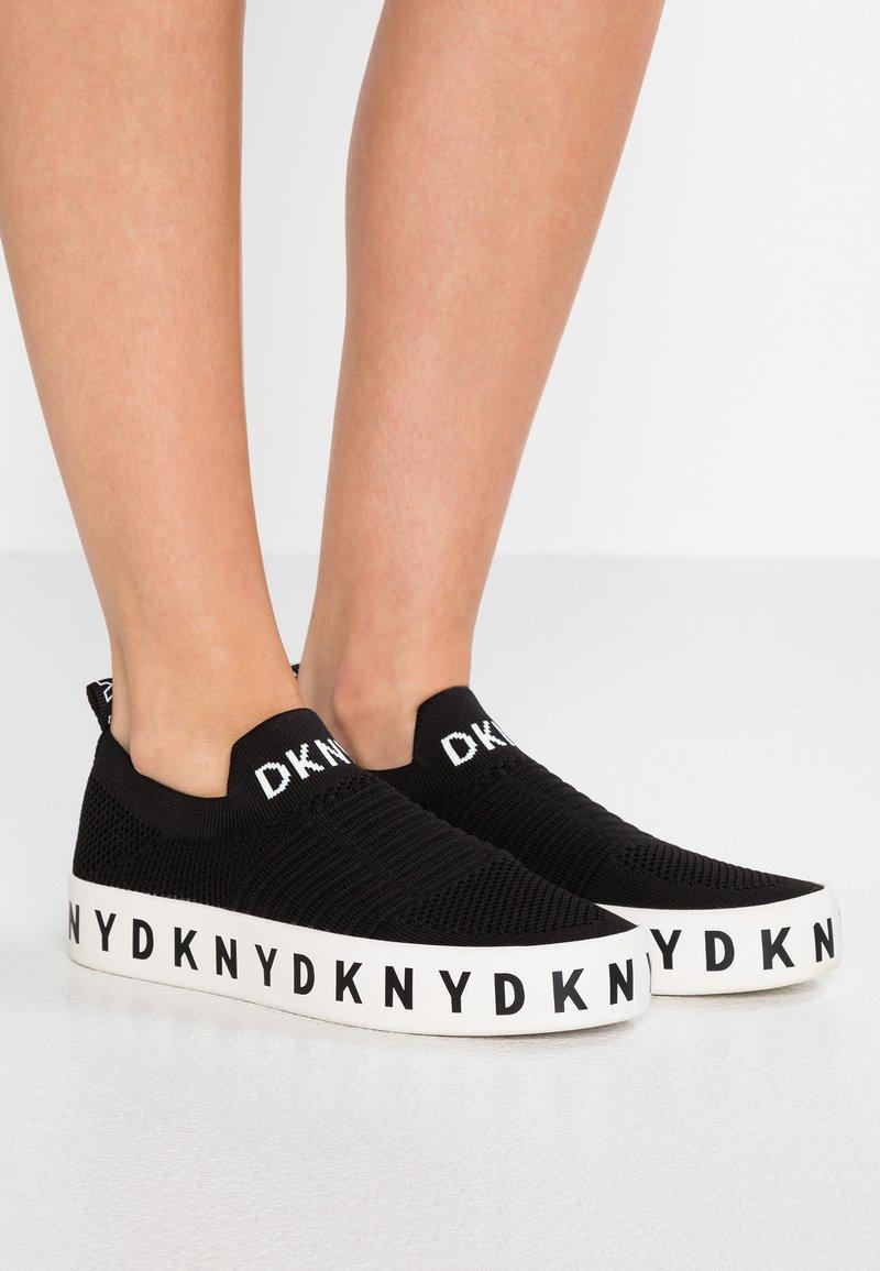 DKNY - BREA PLATFORM - Loaferit/pistokkaat - black