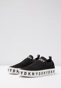 DKNY - BREA PLATFORM - Loaferit/pistokkaat - black - 4