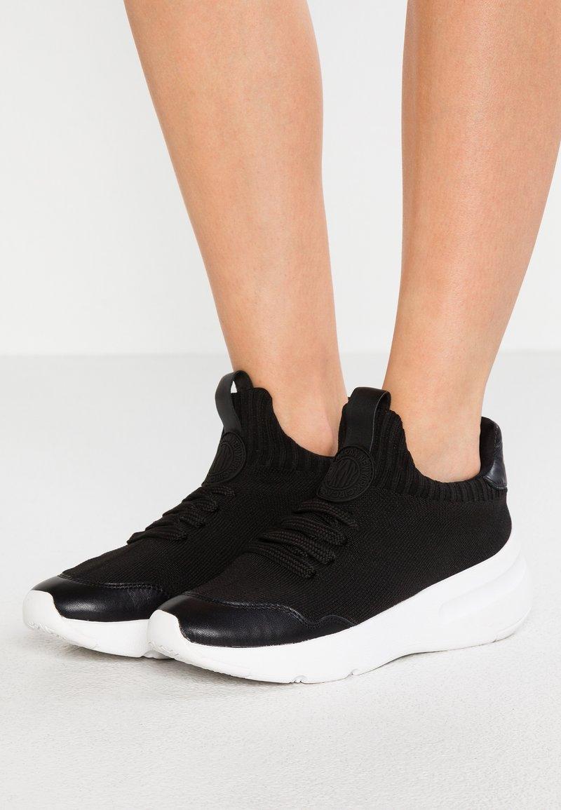 DKNY - PAMELA - Sneakers laag - black