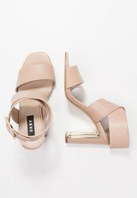 DKNY - HEIDI ANKLE STRAP  - Sandály na vysokém podpatku - nude - 3