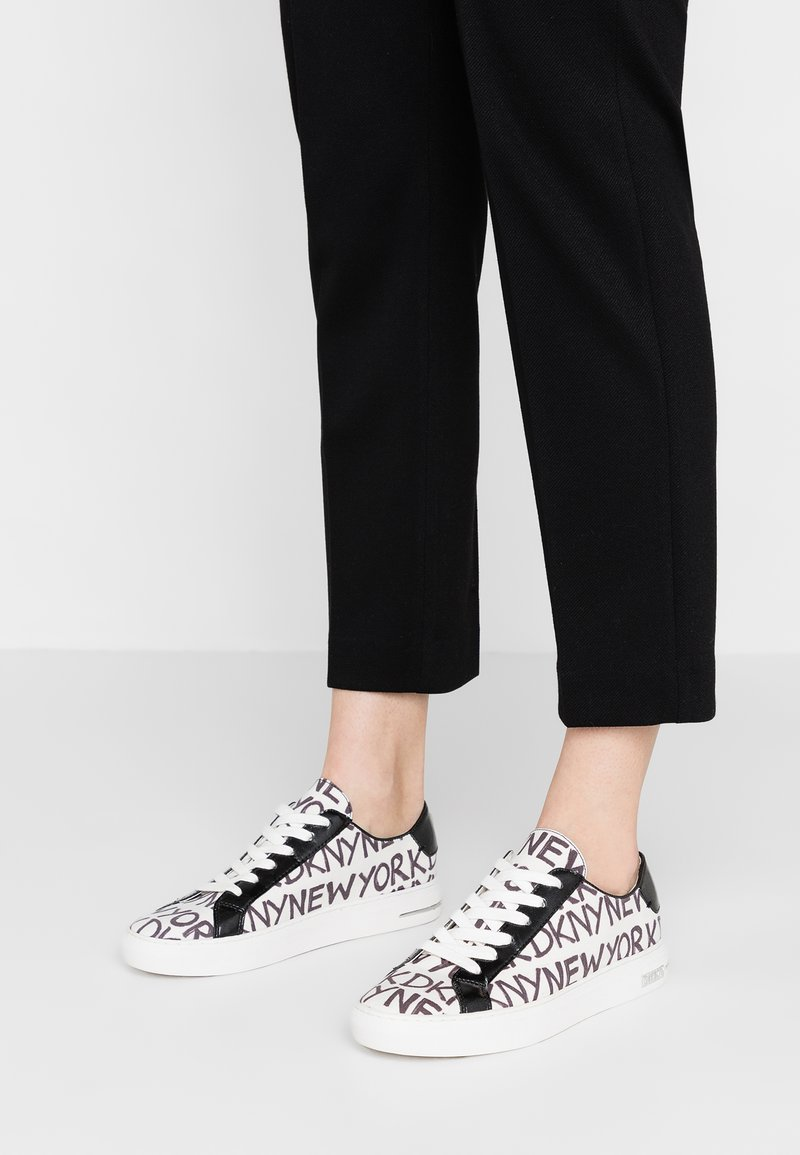 DKNY - COURT LACE UP  - Sneakers basse - white/black