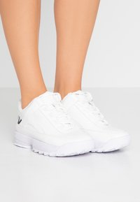 DKNY - DANI - Matalavartiset tennarit - white - 0