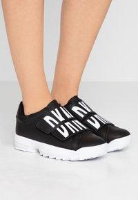 DKNY - DESSA - Sneakers laag - black - 0