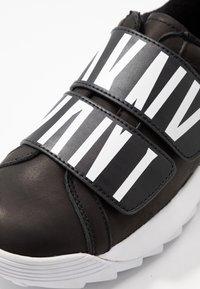 DKNY - DESSA - Sneakers laag - black - 2