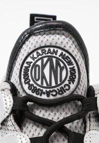 DKNY - LYNZIE  - Sneaker low - silver/black - 2