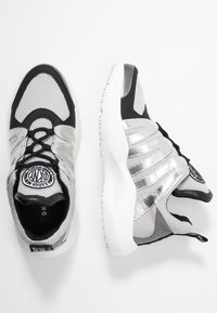 DKNY - LYNZIE  - Sneaker low - silver/black - 3