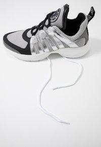 DKNY - LYNZIE  - Sneaker low - silver/black - 7