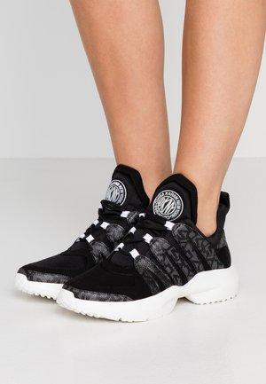 LYNZIE  - Sneaker low - black