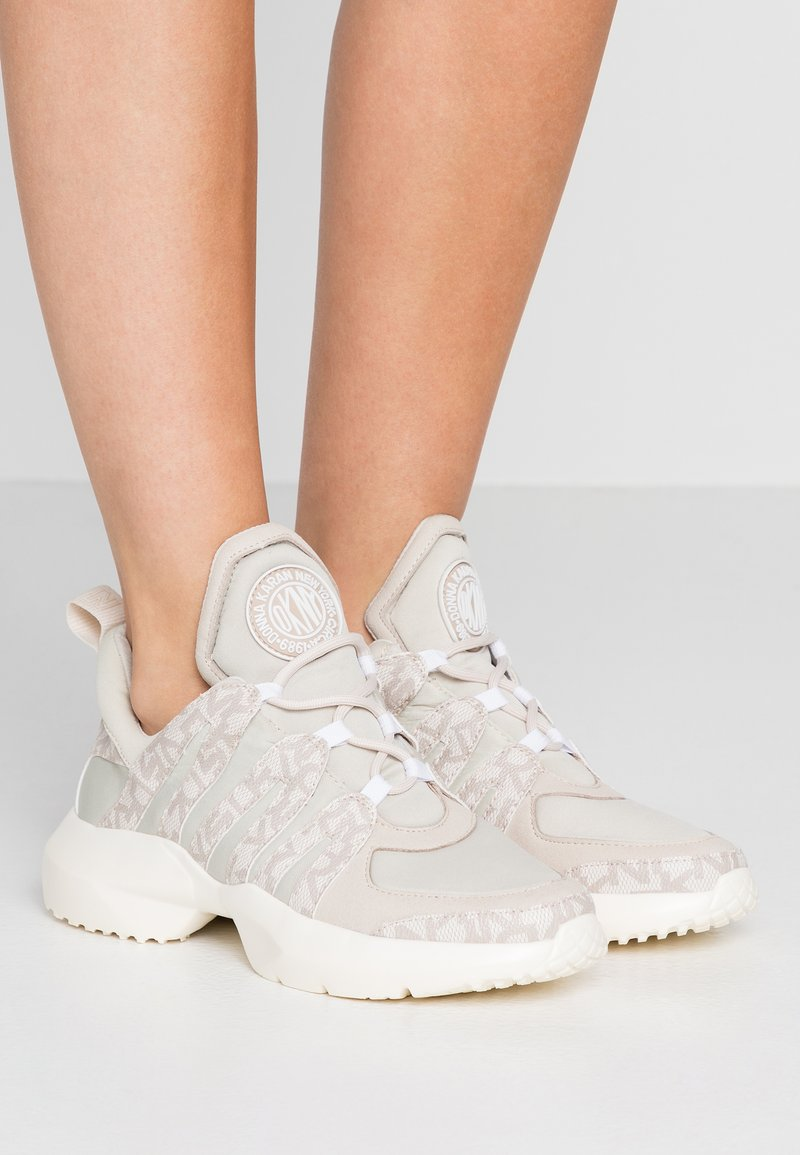 DKNY - LYNZIE  - Trainers - hemp