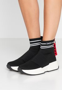 DKNY - MARINI - Sneakers hoog - black/white - 0